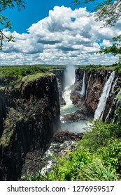 Water and rocks form the base for the great Victoria Falls