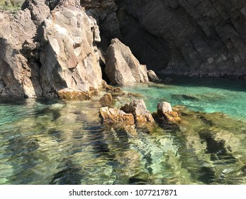 Water rocks with transparent water