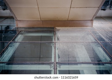 water slough on the sheet glass or powder slough that the sheet glass