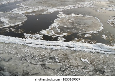 the water surface of a river, sea, lake, binds the ice. Freezing up and drifting of ice, spring, autumn. got colder. Flow