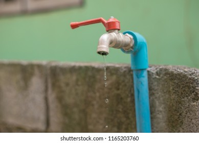 The water tap was drenched with water. The cause of rising water. Please help save water.