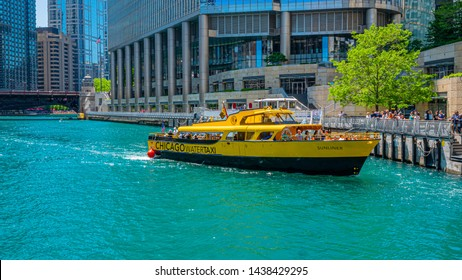 Water Taxi on Chicago River - CHICAGO, ILLINOIS - JUNE 12, 2019