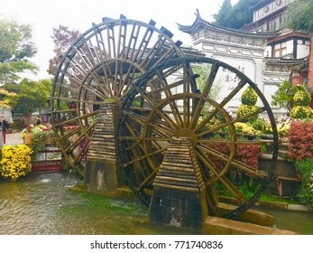 Water wheel at lijiang ancient town