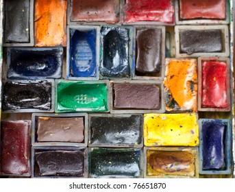 Πέντε φωτογραφίες σχετικές με υλικά ζωγραφικής Watercolor-paints-close-260nw-76651870