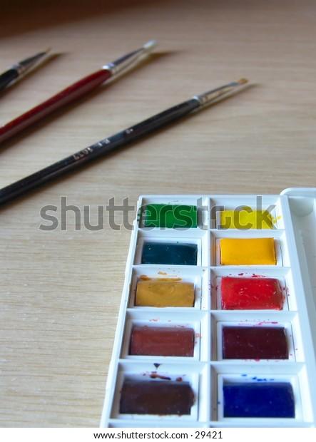 Watercolor set w/ paint brushes