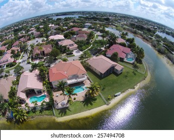 Waterfront homes in Florida seen from above