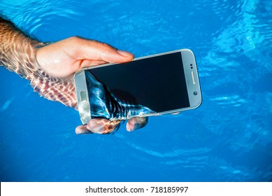 waterproof phone underwater in pool