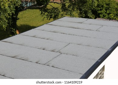 Waterproofing flat roof with bitumen sealing membranes