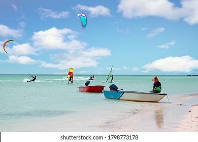 Wassersport am Palm Beach auf der Insel Aruba im Karibischen Meer