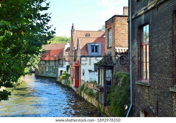 waterway-bruges-old-houses-600w-18929783