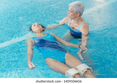 Watsu. The direction of alternative medicine, the form of therapy in warm water. Master Watsu conducts a therapy session for a young girl.