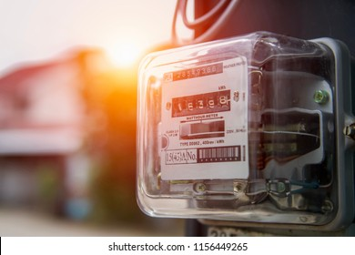 watthour meter amp of electricity of use at home