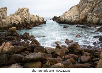 Wave running on the rocky shore near Ulsan
