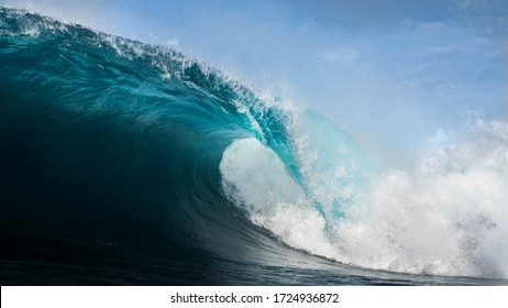 waves breaking in a perfecct day