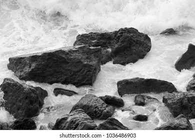 Waves crashing on the rocks _ B&W