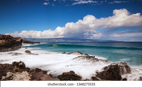 Waves at Ironwoods beach, Maui, Hawaii, United States