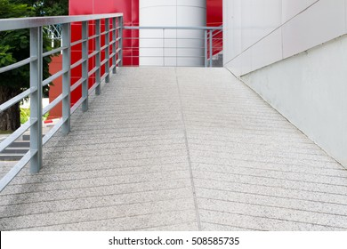 Way down or ascent a ramp for wheelchairs