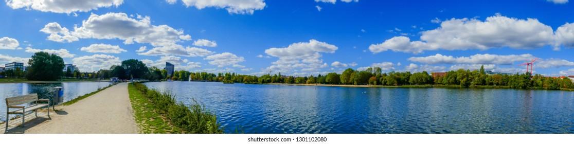 Way on Lake of the City Park Nuremberg