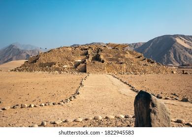 camino a la pirámide de Caral