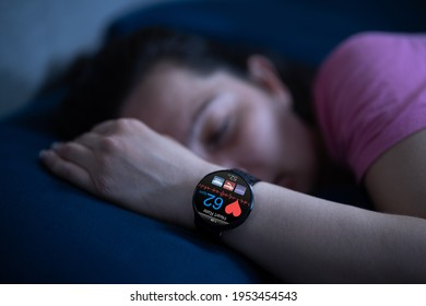 Wearable Sleep Tracking Heart Rate Monitor Smartwatch In Bed