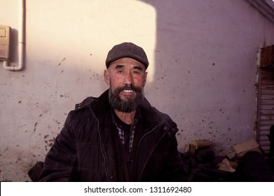 Wearing a hat and bearded old man.asians
