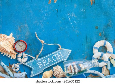 Weathered wooden background with maritime decorations and sea shells