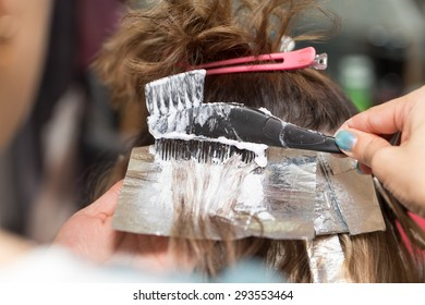 weave hair in a beauty salon