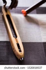Weavers wood shuttle - vintage wood shuttle weaving tool / boat shuttle for hand weaving.