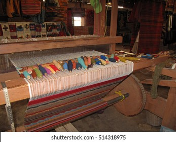 Weaving with an old traditional loom, Teotitlan Del Valle, Mexiko