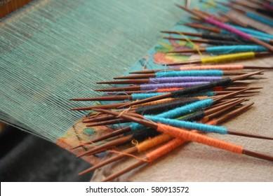 Weaving pashmina in Kashmir