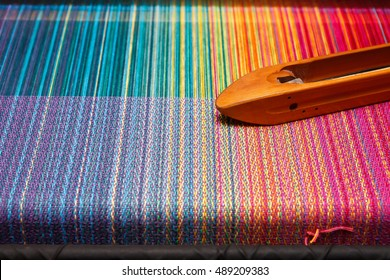 Weaving shuttle on the color warp
