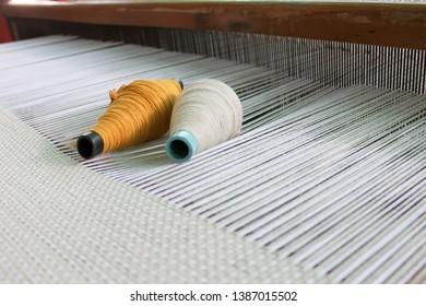 Weaving shuttle on the warp, Weaving loom and shuttle on the warp