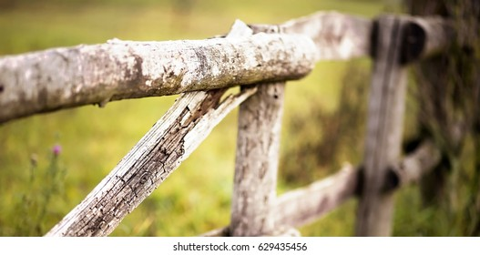 Website banner of a rustic wooden fence in the countryside