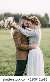 Wedding in American style, on a ranch with a horse. Walk couples in the fields at sunset, with friends and on horseback. Modern couple and ideas for the ceremony.