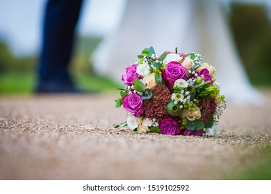 Wedding bouquet with couples as blurred background