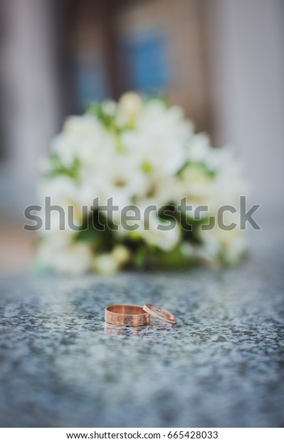 Wedding bouquet and gold wedding rings