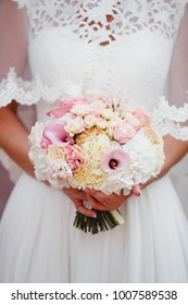 Wedding bouquet in the hands of the bride (close)