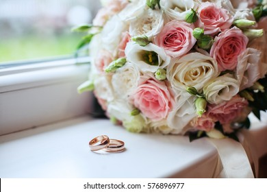 Wedding bouquet and rings. The concept of marriage and love