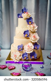 Wedding cake with sweet orchids and roses, wedding candy bar