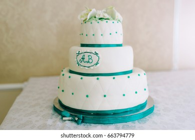 Wedding cake in turquoise-white tones