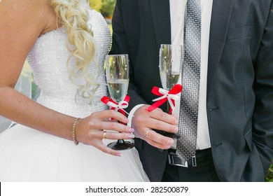 Wedding couple. The bride and groom with champagne glasses.