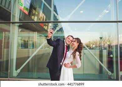 wedding couple . Bride and groom . Make photo . Wedding: beautiful bride and groom