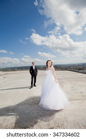 Wedding couple dancing on the roof of a skyscraper
