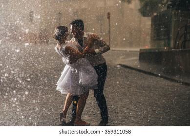 wedding couple dancing in the rain