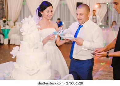 wedding couple eating cake