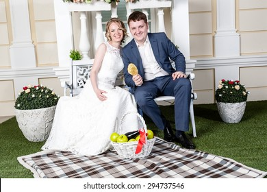 �¡ute wedding couple in the interior of a white studio decorated.