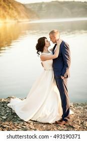 wedding couple love sea