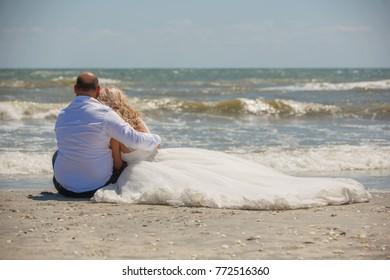wedding couple on sea side