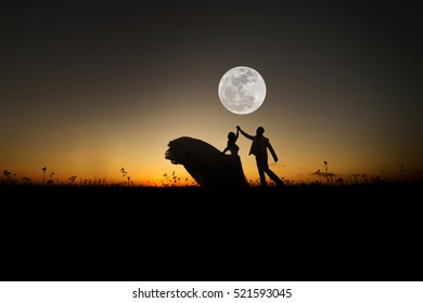 wedding couple with the super full moon background