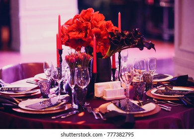 Wedding decor in black and red tones